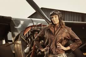 Девушка пилот — Girl pilot
