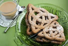 <b>Celtic Knot</b> Cookies - Sprinkle Bakes