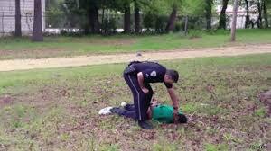 Image result for پلیس آمریکا به یک جوان سیاهپوست اول دستبند زد بعد شلیک کرد!