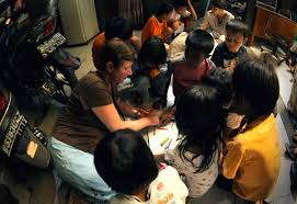 u s department of defense photo essay u s navy chief mary campell shows children at the murni jaya orphanage in jakarta