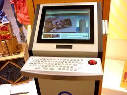 <b>Информационный экран с</b> клавиатурой и трекболом в торговом ...