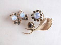 <b>Vintage Retro Faux Opal</b> Red Garnet Flower Gold <b>Leaf</b> Brooch Pin ...