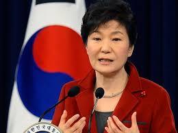 كوريا الجنوبية - الرئيسة باك جون هاي تعتذر عن طلبها النصح من صديقة