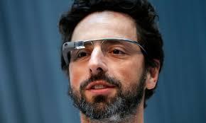 Sergey Brin co fondatore di Google indossa i Google Glass. Luxottica e Google hanno siglato un accordo che «unirà le loro forze per progettare, sviluppare e ... - google-glass_Sergey-Brin-cofondatore-di-Google