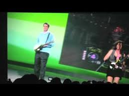 CES 2008: Bill Gates Guitar Hero With SLASH! - YouTube