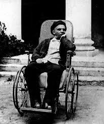 Lenin - Un paso adelante, dos pasos atrás Images?q=tbn:ANd9GcQRX2v9JHabvU6ydJ3dQabDSMw7MZBV7W0jvojIeSFTie9Y8rV-Cw