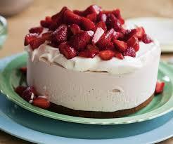 Aardbeien-slagroomtaart met frambozenlaag