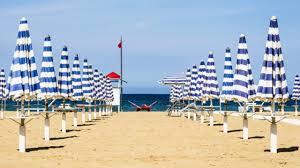 Risultati immagini per spiaggia rimini