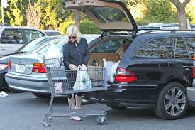 photo of Amy Poehler Mercedes - car