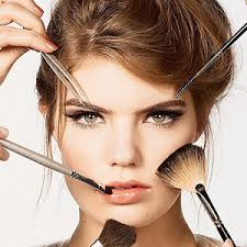 Resultado de imagen para mujer maquillandose