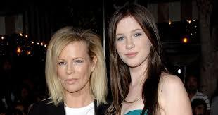 Ireland Baldwin on Mom Kim Basinger: 'I Have No Idea How People ...