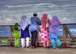 Hasil gambar untuk kehangatan keluarga muslim