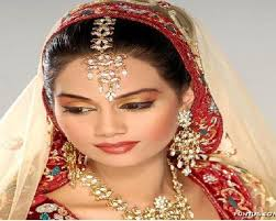 a professional make up artist who is trained from maya parane s butic insute specialized in bridal make up and hairstyles