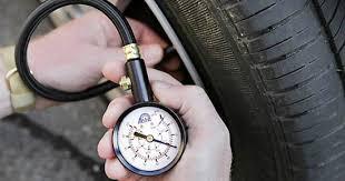 Tiết kiệm xăng cần chú ý luôn bơm bánh xe đủ áp suất