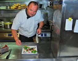 Restaurant « Le Bourgogne », propose des repas traiteur (à emporter) à des prix abordables pour vos soirées  réveillons, vite, réservez !