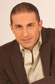 Luis Fernando Hoyos (Pereira, Risaralda, 1964) es un actor colombiano, que vivió su niñez y adolescencia en Cali. Al salir del colegio pretendió estudiar ... - 22c_abcluisfernando