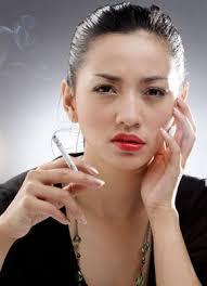 Apa Saja Pemicu Kulit Kering Anda? Femina. Cuaca terlalu panas atau terlalu dingin serta, lagi-lagi, polusi. Stres dan kulit sensitif terhadap penggunaan ... - P