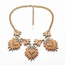 Stylish Flower Shape <b>Pendant Embellished Women's Necklace</b>
