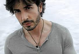 Pablo Martín es una cara conocida por sus apariciones en la pequeña pantalla, especialmente tras su elección como Mister España en 2001 como ... - PABLO-MARTIN-2