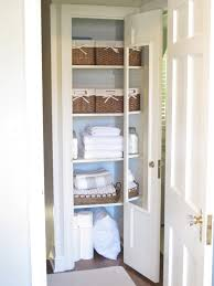 organize small bathroom