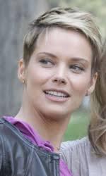 In foto Andrea Osvart (35 anni) è Saskia Terzani nel film di Jo Baier. Dall'articolo: Ogni casa è illuminata. - 11_imm