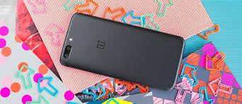 <b>OnePlus 5</b> review: Doing the math: Display, connectivity, battery life