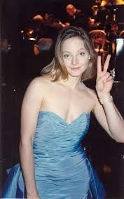 best images about jodie helen hunt jodie foster jodie foster at the governor s ball after winning the best actress award for the accused 1988