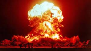 %name Socci: arriva la guerra atomica e noi parliamo del Trota