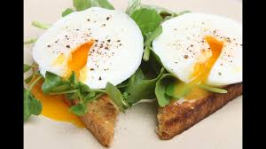 Как идеально приготовить яйца пашот? 2 способа [Мужская ...