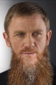 Und schon haben wir einen Daniel Craig mit einem blond-braun-grau-roten Busch im Gesicht. - bart7-f3b023f43d61b87f23826a05101278bb