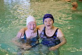 Afbeeldingsresultaat voor afbeeldingen zwemmen voor senioren