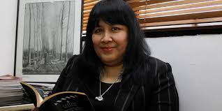 announcing the australia indonesia essay series   australia  redaktur senior tempo media leila salikha chudori di ruang kerjanya kantor tempo kebayoran center blok