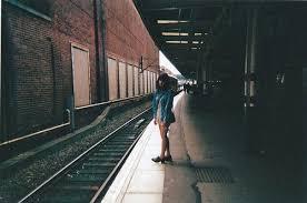 """Résultat de recherche d'images pour """"photo fille sur quai de gare"""""""