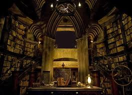Resultado de imagem para mago na biblioteca