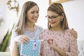 Что подарить <b>маме</b> из <b>косметики</b>: ТОП-15 лучших средств