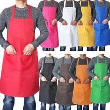Красочный кухонный фартук на кухне сохраняет одежду чистой ...