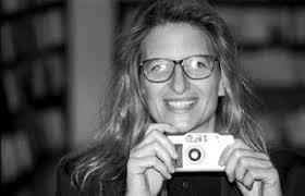 Annie Leibovitz mira sus propias fotografías con un punto de distancia. Concentrada no en lo que está viendo, sino en aquello que ha vivido en cada una de ... - entrevista-annie-leibovitz-satisfecha-hago-fotos-ano_1_1353025