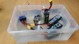 <b>RC</b> новичок №1 ... <b>Lipo аккумулятор</b> + вода! Замкнет? - YouTube