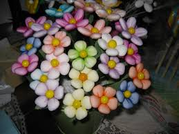 Risultati immagini per Confetti di sulmona come fiori