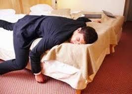Ngoài việc gây cảm giác mệt mỏi uể oải sau khi bạn ở lâu trong phòng lạnh điều hòa cũ còn hao tốn điện năng cũng như chi phí sửa chữa