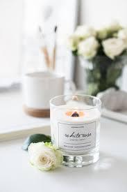 Белая <b>интерьерная</b> #<b>свеча</b> из соевого воска с деревянным ...