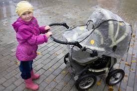 Как выбрать <b>дождевик для коляски</b> | Полезные советы от Тёмы