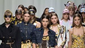 <b>Versace</b> Spring 2018 Is Donatella's Tribute to <b>Gianni Versace</b> | Vogue