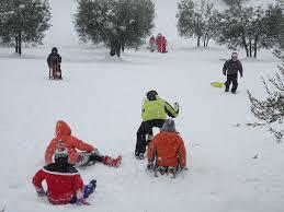 Image result for jouer dans la neige