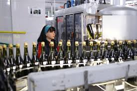 Россиянам раскрыли опасность <b>бокала вина</b> за <b>ужином</b> ...