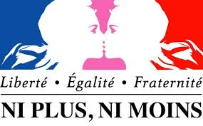 Gráfica que dice Liberté, Egalité, Fraternite, ni plus ni moins. Con dos mujeres besándose.