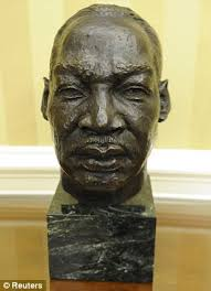 new addition this bust of martin luther king has been added to the oval office carpet oval office inspirational