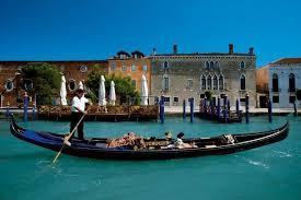رحلة بالقارب على مدينة فينيسيا الساحره