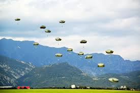 u s department of defense photo essay u s army paratroopers descend at juliet drop zone near pordenone sept