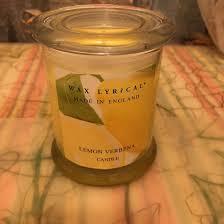 <b>Свеча ароматическая</b> Wax Lyrical лимон – купить в Москве, цена ...